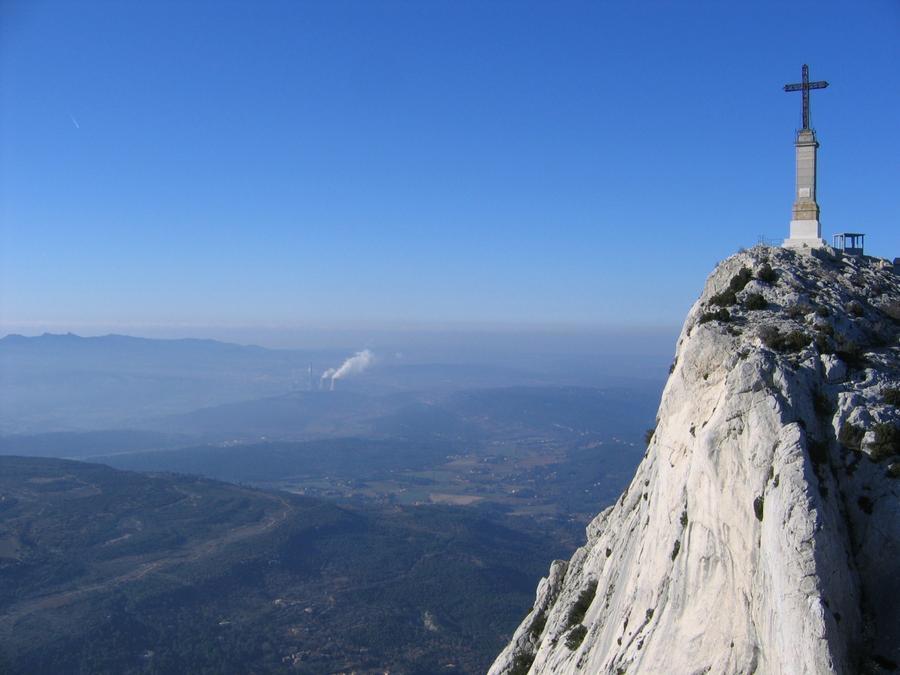 Montagne sainte victoire for Croix rouge salon de provence