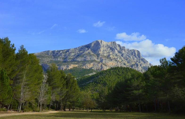accès à la montagne Sainte-Victoire / du 1.06 au 30.09