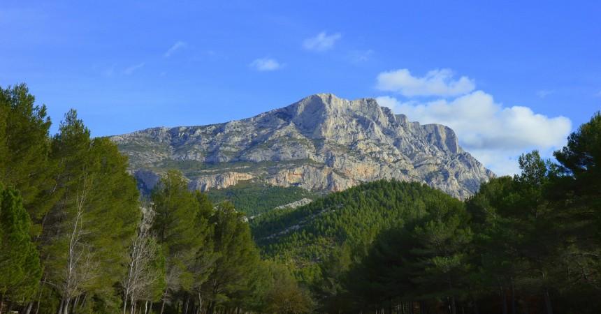 Accès à la montagne Sainte Victoire