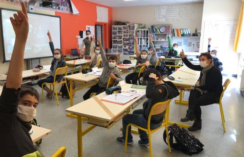 déconfinement / bilan positif aux écoles